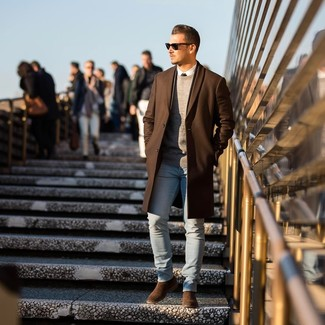 How to Wear a Brown Overcoat: Fashionable and practical, this relaxed combo of a brown overcoat and light blue skinny jeans provides with amazing styling opportunities. Follow a classier route when it comes to footwear with brown suede chelsea boots.