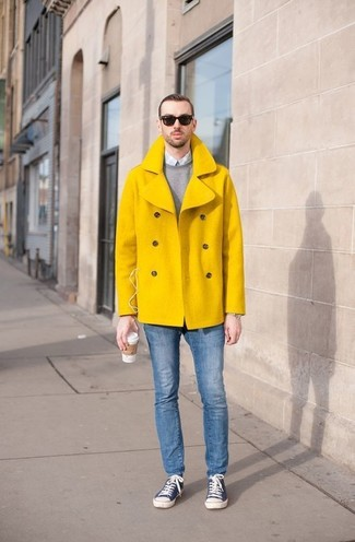 How to wear: blue skinny jeans, light blue gingham dress shirt, grey crew-neck sweater, yellow pea coat