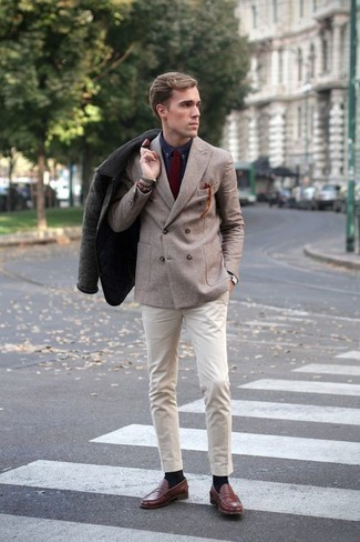 How to Wear a Dark Green Barn Jacket: A dark green barn jacket and beige chinos are a savvy look worth having in your casual styling repertoire. A pair of brown leather loafers will bring a classic aesthetic to the outfit.