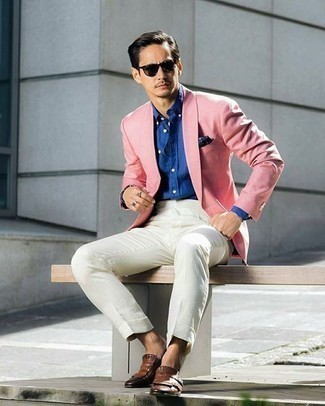How to Wear a Blue Dress Shirt For Men: Marrying a blue dress shirt with a blue dress shirt is a wonderful pick for a classic and classy outfit. All you need now is a pair of brown fringe leather loafers.