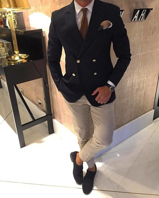 How to Wear a Beige Dress Shirt For Men: This is hard proof that a beige dress shirt and a beige dress shirt look awesome if you wear them together in a refined look for a modern guy. A pair of dark brown suede double monks is very appropriate here.