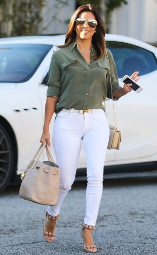 How to wear: olive dress shirt, white skinny jeans, beige leather heeled sandals, beige leather crossbody bag