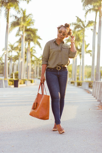 How to wear: olive dress shirt, navy skinny jeans, tan leopard leather pumps, orange leather tote bag
