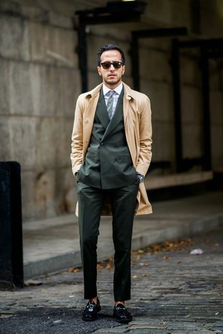 How to wear: black leather loafers, white dress shirt, dark green suit, tan trenchcoat