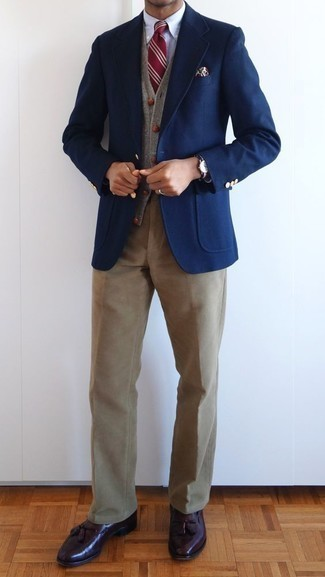 How to Wear Khaki Corduroy Chinos: Amp up your sprezzatura game in a navy blazer and khaki corduroy chinos. For extra style points, introduce a pair of burgundy leather tassel loafers to the mix.