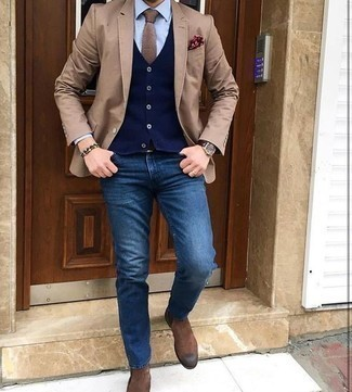 How to Wear a Tan Tie For Men: This combination of a tan blazer and a tan tie couldn't possibly come across other than incredibly sharp and elegant. Go off the beaten track and shake up your ensemble by sporting a pair of brown suede chelsea boots.