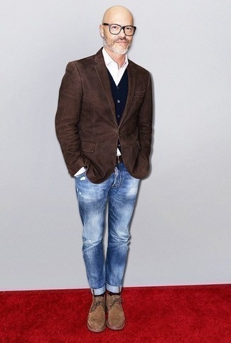 How to Wear Blue Ripped Jeans For Men: To put together an off-duty ensemble with a modern spin, try teaming a dark brown blazer with blue ripped jeans. Tan suede desert boots are a fail-safe way to bring an extra touch of style to this ensemble.