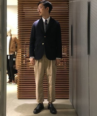 Men's Looks & Outfits: What To Wear In 2020: Go casually neat by wearing a navy blazer and khaki chinos. Rounding off with a pair of black leather derby shoes is a surefire way to bring a touch of refinement to your look.