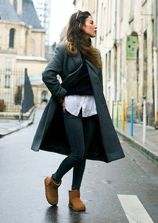 Women's Looks & Outfits: What To Wear In 2020: Such must-haves as a charcoal coat and black skinny jeans are an easy way to introduce effortless cool into your day-to-day wardrobe. Finishing off with a pair of brown uggs is a surefire way to infuse a more relaxed twist into your getup.