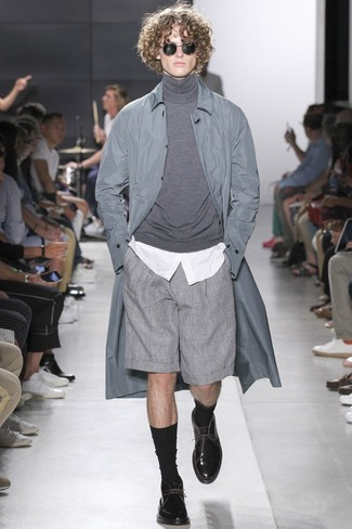 How to wear: grey shorts, white dress shirt, grey turtleneck, grey raincoat
