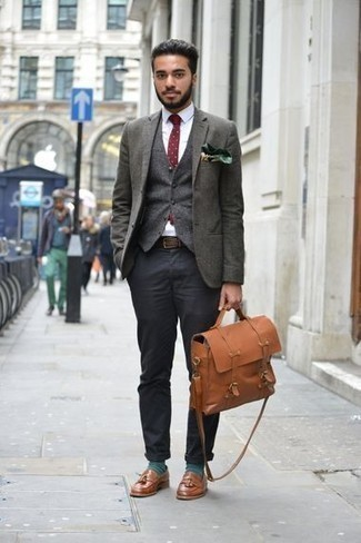How to Wear Dark Green Socks For Men: This off-duty combo of a dark green blazer and dark green socks is a surefire option when you need to look stylish but have no extra time. Feeling experimental? Spice things up with brown leather tassel loafers.