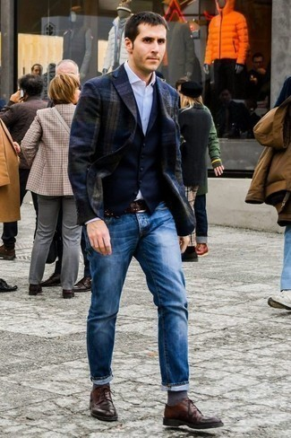 How to Wear Charcoal Socks For Men: A navy plaid blazer and charcoal socks have become a favorite casual pairing for many style-conscious gents. Tap into some Ryan Gosling stylishness and lift up your ensemble with a pair of dark brown leather derby shoes.