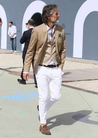How to Wear Grey Sunglasses For Men: Marry a tan blazer with grey sunglasses for an unexpectedly cool look. Infuse an extra dose of style into your outfit by wearing a pair of brown suede loafers.