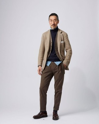 Fashion for Men Over 40: What To Wear: A tan blazer and brown chinos are the perfect way to inject some manly elegance into your daily casual routine. Wondering how to round off your look? Rock dark brown leather derby shoes to boost the style factor. With an outfit like this, any 40-year-old man is bound to put many a younger man to shame.