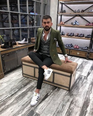 Men's Looks & Outfits: What To Wear In Warm Weather: This pairing of an olive double breasted blazer and black chinos couldn't possibly come across as anything other than incredibly dapper and casually sleek. For times when this look appears too perfect, play it down by slipping into white and black leather low top sneakers.