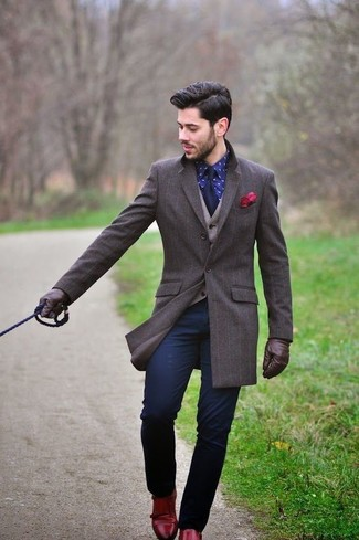 How to wear: navy chinos, navy print dress shirt, beige wool waistcoat, dark brown overcoat