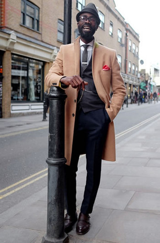 How to Wear Dress Shoes For Men: Solid proof that a camel overcoat and navy dress pants look amazing if you pair them together in a polished look for a modern gent. Go for a pair of dress shoes and ta-da: the look is complete.