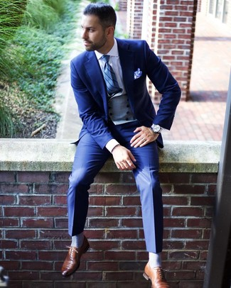 How to Wear a Grey Waistcoat: A grey waistcoat and a blue suit are an extra smart combo to try. Brown leather oxford shoes will bring an easy-going feel to an otherwise sober ensemble.