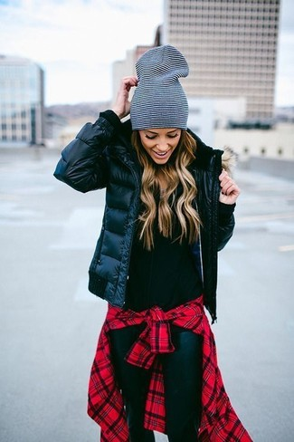 How to Wear a Black Zip Sweater For Women: Why not marry a black zip sweater with black leather skinny jeans? As well as totally functional, both items look incredible when married together.