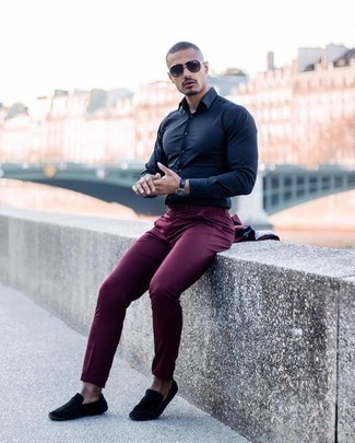 How to Wear Charcoal Sunglasses For Men: Why not pair a burgundy suit with charcoal sunglasses? As well as totally functional, these pieces look good worn together. Introduce a pair of black suede driving shoes to the equation and ta-da: the ensemble is complete.