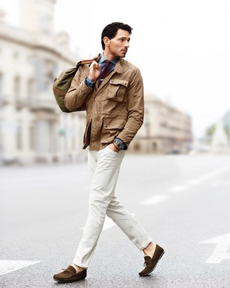 How to wear: khaki field jacket, blue denim shirt, white jeans, dark brown suede driving shoes