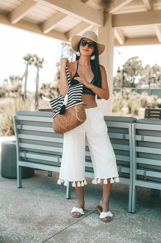 How to Wear a Beige Straw Hat For Women: Marrying white linen culottes with a beige straw hat is a good choice for an off-duty yet totaly chic ensemble. Complement your look with white canvas flat sandals and the whole ensemble will come together.