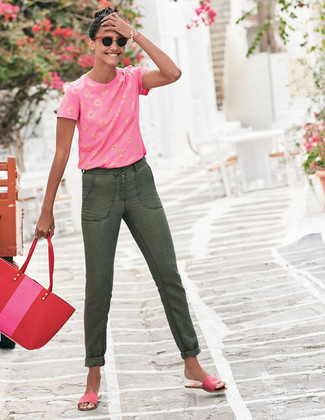 How to wear: red leather tote bag, hot pink suede flat sandals, olive jeans, hot pink print crew-neck t-shirt