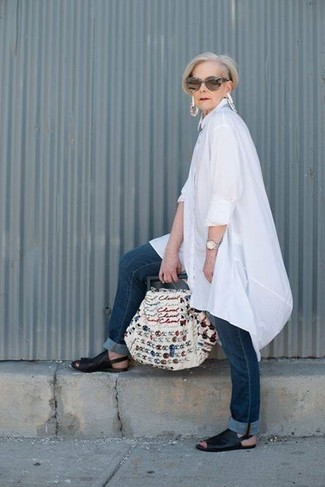 How to wear: white embroidered canvas tote bag, black leather flat sandals, navy jeans, white linen tunic