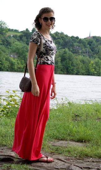How to Wear Dark Brown Leather Flat Sandals: Choose a white and black floral crew-neck t-shirt and a red maxi skirt to get a relaxed and comfy look. A pair of dark brown leather flat sandals effortlesslly dials up the fashion factor of this look.