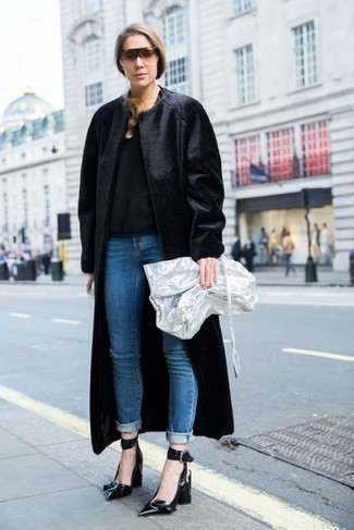 How to wear: black fur coat, black crew-neck sweater, blue jeans, black leather pumps