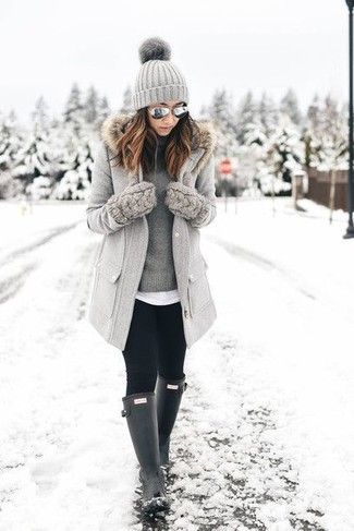 Opt for a grey fur collar coat and grey sunglasses and you'll be the picture of elegance. A pair of black rain boots will be a stylish addition to your getup. When leaves change color and fall starts to take over, you'll appreciate how great this ensemble is for summer-to-fall weather.