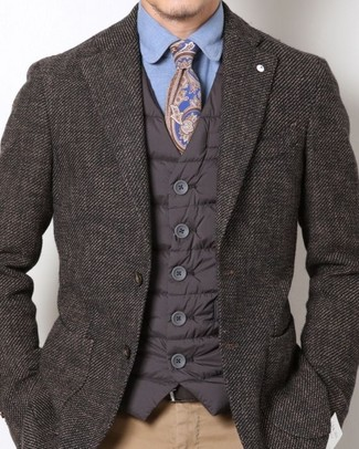 How to wear: dark brown quilted gilet, dark brown blazer, blue dress shirt, khaki chinos