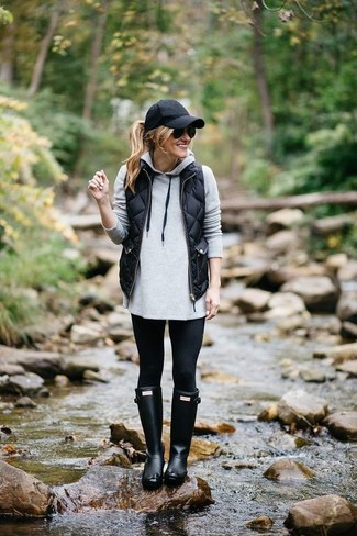 Go for a black quilted gilet and a black cap for an unexpectedly cool ensemble. A pair of black rain boots ads edginess to a femme classic. When it's one of those bleak fall days, what better to brighten it up than a on-trend getup like this one?