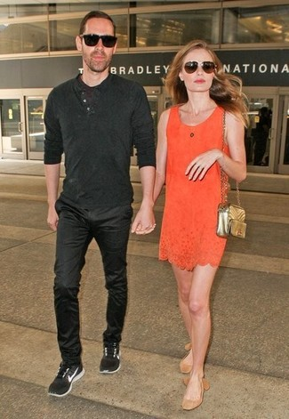 How to wear: dark brown sunglasses, gold quilted leather crossbody bag, tan suede ballerina shoes, orange shift dress