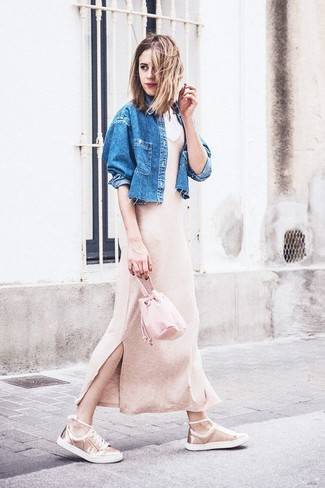 How to wear: pink leather bucket bag, gold leather low top sneakers, beige knit maxi dress, blue denim jacket