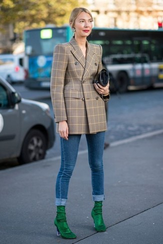 How to Wear a Tan Double Breasted Blazer For Women: This casual pairing of a tan double breasted blazer and blue skinny jeans is very easy to throw together without a second thought, helping you look beyond chic and prepared for anything without spending a ton of time rummaging through your closet. Finish off with green suede ankle boots to punch up your outfit.