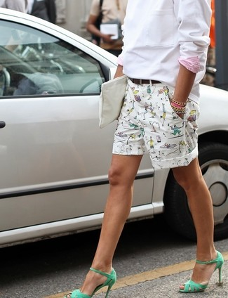 How to wear: white leather clutch, green leather heeled sandals, white print shorts, white sweatshirt