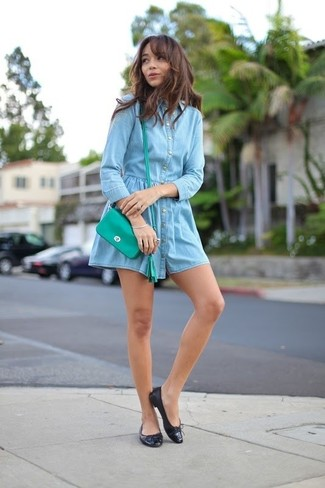 How to wear: green leather crossbody bag, black leather ballerina shoes, light blue denim shirtdress
