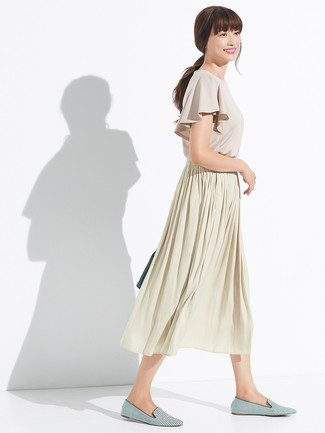How to Wear a Tan Pleated Midi Skirt: For To put together a casual getup with a modern spin, you can easily rely on a beige ruffle short sleeve blouse and a tan pleated midi skirt. Feeling venturesome? Spice things up by rocking green horizontal striped canvas loafers.