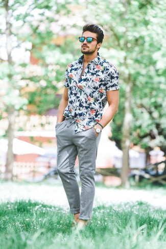 How to wear: beige leather watch, green sunglasses, grey chinos, navy floral short sleeve shirt