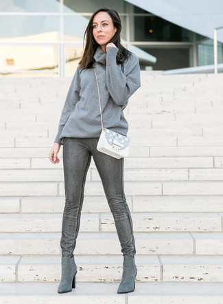 How to Wear a Grey Cowl-neck Sweater For Women: A grey cowl-neck sweater and charcoal skinny jeans are among the fundamental elements in a versatile casual closet. If in doubt as to what to wear on the shoe front, add a pair of grey suede chelsea boots.