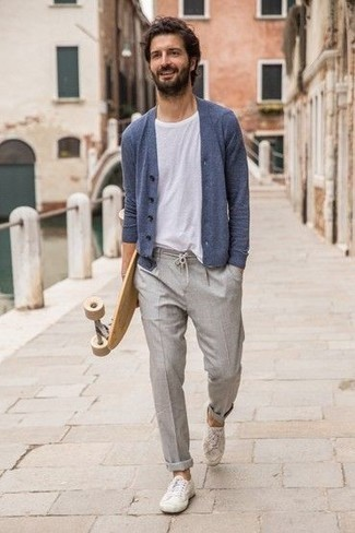 Which Low Top Sneakers To Wear With a White Crew-neck T-shirt For Men: A white crew-neck t-shirt and grey chinos are the kind of a winning casual look that you so terribly need when you have zero time to craft an outfit. Introduce low top sneakers to this look and ta-da: the ensemble is complete.