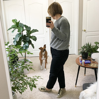 How to wear: grey crew-neck sweater, black boyfriend jeans, silver leather low top sneakers