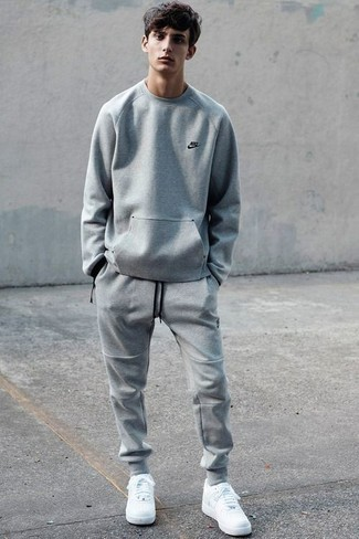 Which Low Top Sneakers To Wear With Grey Sweatpants 40 Looks