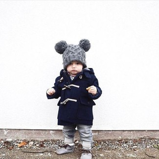 How to wear: grey beanie, grey desert boots, grey jeans, navy coat