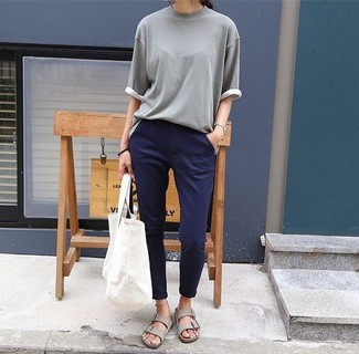 How to wear: white canvas tote bag, grey leather flat sandals, navy chinos, grey short sleeve sweater