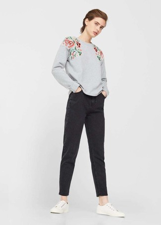How to wear: grey floral sweatshirt, black boyfriend jeans, white low top sneakers