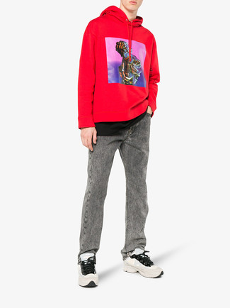 How to wear: beige athletic shoes, grey jeans, black crew-neck t-shirt, red print hoodie