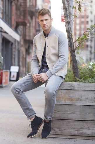 How to Wear a Navy Print Long Sleeve Shirt For Men: A navy print long sleeve shirt looks so good when worn with grey jeans in a casual ensemble. A pair of navy suede desert boots immediately dials up the style factor of any outfit.