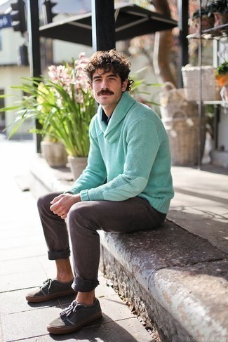 How to Wear a Navy Long Sleeve Shirt For Men: If you appreciate comfort dressing, consider teaming a navy long sleeve shirt with grey jeans. Charcoal canvas low top sneakers are a stylish accompaniment for your ensemble.